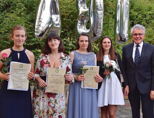 Alumni Grünewald ehren Abiturientinnen